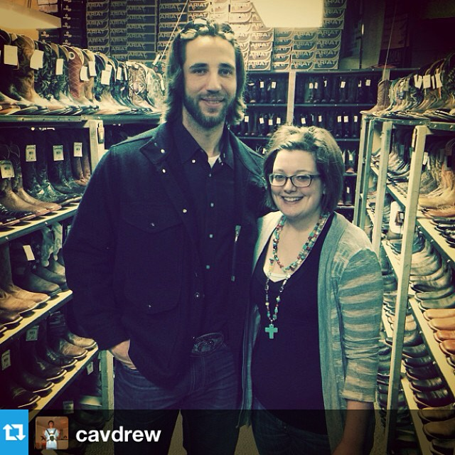 Madison Bumgarner of the SF Giants shopping at Cavender's in Kansas City before game 6 last night. Thanks for the photo, @cavdrew!